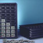 Stapelbare Transportbehälter für Elektronikteile